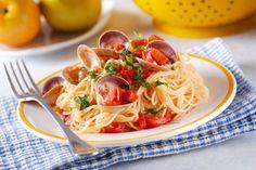 spaghetti with clams, a traditional Italian recipe