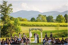 Belíssima e inspiradora imagem de um casamento feito em uma vinícola! 🍇🌿 Para casais apaixonados por vinhos, é um jeito bem original e romântico de celebração, num estilo de casamento mais íntimo e ao ar livre! 🍷✨🍷{via @steven_inge website} #casamentonavinicola  #casamentoaoarlivre #casamentonocampo #casamentointimo #vinícola #vinhedos #noivaenoivo #amor #apaixonadosporvinho #vinho #winerywedding #vineyardwedding #outdoorwedding #fieldwedding #intimatewedding #winery #vineyard…