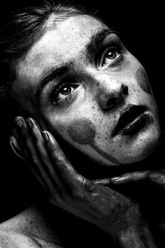 new ideas photography portrait dark angles Portrait Poses, Female Portrait, Portrait Art, Dark Photography, Black And White Photography, Portrait Photography, Girl Face, Woman Face, Photo Reference