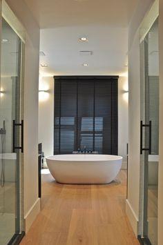 Houten vloer badkamer op pinterest badkamer vloeren en donkere houten vloeren - Badkamer houten vloer ...