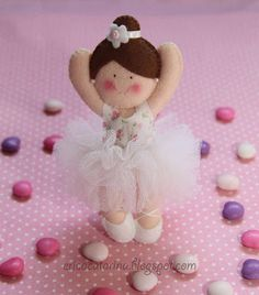 Little felt ballerina dolls - Site in Portuguese. Felt Crafts Patterns, Fabric Crafts, Sewing Crafts, Sewing Projects, Projects To Try, Diy Crafts, Felt Projects, Toy Art, Erica Catarina
