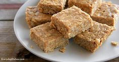 We've cracked the code on how to get your kids to eat whole grains! All you need are three ingredients—honey, peanut butter and some old-fashioned rolled oats—to make our no-bake peanut butter oat bars. (no bake oatmeal bars) Healthy Desserts, Delicious Desserts, Yummy Food, Healthy Recipes, No Bake Desserts, Dessert Recipes, Dessert Bars, Baking Desserts, Peanut Butter Oat Bars