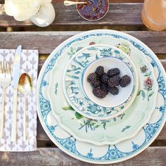This weather has us thinking about outdoor entertaining! How fabulous are these melamine plates from @johnderian -- they won't break so they're perfect for backyard bbq's!  Check out our website to purchase and we'll send them right to you! Photo taken in the home of @leahalx_jewelry and shot by @pineconecamp for a feature in @styleathome magazine!