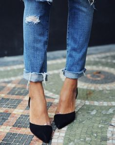 raw hem jeans and stylish black pumps