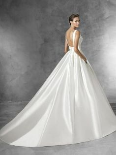 Elegance & Simplicity in Plaza by Pronovias wedding dresses