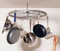 A new meaning to Meals on Wheels—a bike wheel pot rack. Bicycle Rims, Old Bicycle, Bicycle Wheel, Bicycle Art, Old Bikes, Bicycle Clock, Bicycle Spokes, Bike Wheels, Bicycle Design