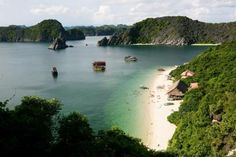 Monkey Island stay in the area of Nam Cat, Lan Ha bay. There are 5 sandy beach here and Monkey Island beach is the most beautiful and the biggest one. From Cat Ba town, you have to take a taxi or motobike to Beo harbour where you go by boat to Monkey Isla Cat Ba Island, Monkey Island, Vietnam Travel Guide, Vietnam Tours, Beautiful Islands, Beautiful Beaches, Vietnam Holidays, Beautiful Nature Pictures, Ha Long Bay