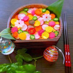 いいね!2,014件、コメント17件 ― SnapDishさん(@snapdish)のInstagramアカウント: 「めぐみかんさんのお料理「#水玉ちらし寿司お弁当」 #snapdish #foodstagram #instafood #food #homemade #cooking #japanesefood…」