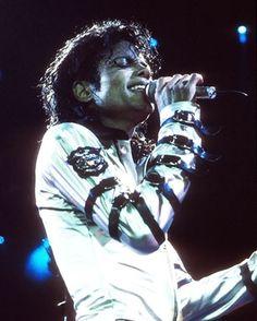Michael Jackson costumes to be exhibited internationally