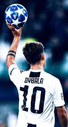 Paulo Dybala of Juventus greets fans and celebrate the victory at the end of the Group H match of the UEFA Champions League between Juventus and BSC Young Boys at Allianz Stadium on October Get premium, high resolution news photos at Getty Images Juventus Soccer, Juventus Players, Juventus Stadium, Ronaldo Juventus, Cristiano Ronaldo, Football Players Images, Football Pictures, Soccer Players, Soccer Guys