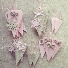 idea for christmas ♥ pretty for the pink theme Christmas Spheres, Pink Christmas Ornaments, Noel Christmas, Felt Ornaments, Valentine Crafts, Holiday Crafts, Valentines, Valentine Decorations, Christmas Decorations