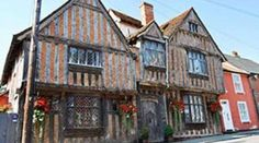 """Medieval house in which they shoot scenes of the birth of the wizard Harry Potter, sold for 1.5 million dollarë.Called """"De Vere"""" and built in the XIV century, the house is located in Suffolk, England - and was used for the filming of scenesHarry's birth, as well as his parents struggle with the evil wizard Voldemort."""