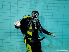 Andre, beim Tauchen in der Uni Schwimmhalle