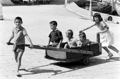 Childhood Photos, Kids Playing, Greece, The Past, Memories, Black And White, History, Children, Athens