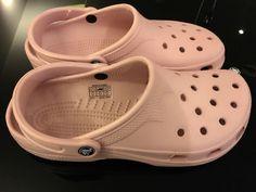 cab16bd9feeea2 Crocs Clogs Sandals Unisex Ladies  10-11 Men  8-9 Cotton Candy Cayman