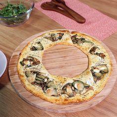 Faites-vous plaisir avec une joyeuse tarte soleil aux courgettes grillées et au Chavignol