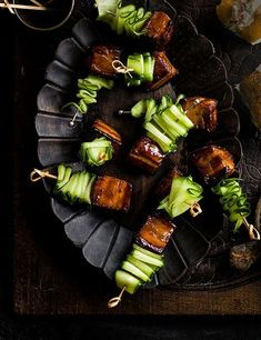 Try our pork belly skewers with Vietnamese caramel sauce recipes. This pork belly is an easy canapé recipe for Christmas. Make our easy pork belly recipe Easy Canapes, Canapes Recipes, Appetizer Recipes, Appetizer Ideas, Party Appetizers, Canapes Ideas, Fingers Food, Pork Belly Recipes, Think Food
