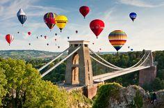 Para o alto e avanteInternational Ballon Fiesta, Bristol, InglaterraBalões de gás de todos os tipos e tamanhos derivam sobre a famosa ponte suspensa Clifton no maior evento de balonismo da Europa. Mais informações