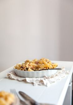 Rigatoni with cheese, prosciutto, pear & Greek yogurt // Rigatonis au fromage, prosciutto, poire & yogourt grec Yummy Pasta Recipes, Yummy Food, Tummy Yummy, Food Test, Rigatoni, Prosciutto, Original Recipe, No Cook Meals, Food Inspiration