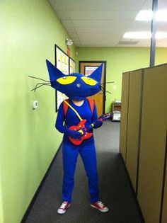 Awesome DIY Pete the Cat Costume