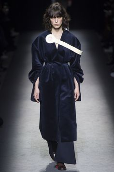 Jacquemus Fall 2016 Ready-to-Wear Fashion Show - Lorelle Rayner