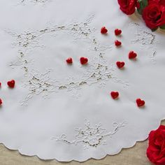 This centre-piece is made by hand with cutwork. You could has it for free only in a 50€ shopping to www.ricamiepizzi.com