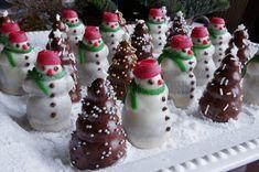 Orechoví snehuliaci (stromčeky, úle) Christmas Sweets, Christmas Candy, Christmas Baking, Slovak Recipes, Czech Recipes, Sweet Cooking, Lollipop Candy, Oreo Cheesecake, Wedding Cookies