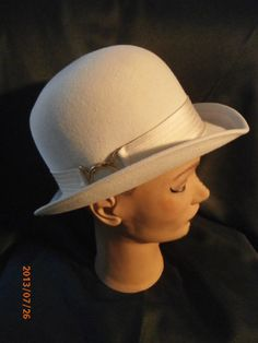 0e945b4e805ade Vintage Womens Upturned Merrivale Fur Felt Hat Cream Color Bucket Derby  Fedora Goldtone Buckle