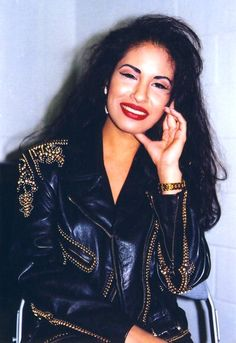 23 Gorgeous Photos Of Selena Quintanilla-Pérez You've Probably Never Seen Before Selena Quintanilla Perez, Corpus Christi, Selena And Chris, Selena Selena, Divas, Selena Pictures, Jackson, Celebrity Weddings, Celebrity News