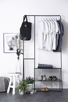 Slaapkamer – Binnenkijken bij byboonl look inside at byboonl – How tough is this clothes rack! This trendy Clothing rack gives your room a stylish finish, but also a modern industrial touch. Shelf Furniture, Metal Furniture, Home Furniture, Furniture Design, Industrial Interiors, Industrial Closet, Minimalist Room, Furniture Inspiration, My Room