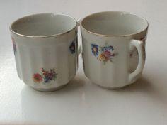 romanttiset kukkakuvioiset kahvikupit . korkeus 6cm . 2kp