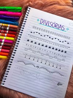 Caderno organizado, ideias de títulos e capas decoradas - Camilla Amaral - bullet journal, caligrafia, planner, lettering lettering hand lettering calligraphy brush lettering tutorial art drawing handlettering леттеринг за 5 минут how to ma Bullet Journal School, Bullet Journal Agenda, Bullet Journal Titles, Bullet Journal Banner, Journal Fonts, Bullet Journal Aesthetic, Bullet Journal Inspiration, Lettering Tutorial, Bellet Journal