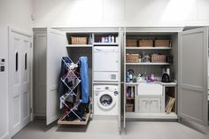 Explore the best Modern Utility Room Layout Design Ideas at Live Enhanced. Visit for more ideas about utility room Layout Design and Improve your home. Boot Room Utility, Small Utility Room, Utility Room Storage, Utility Room Designs, Small Laundry Rooms, Laundry Room Storage, Laundry Room Design, Laundry Decor, Hidden Laundry