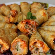 Blätterteig-Pizza-Kegel ~ Idee reminder, *andere Zutaten* Source by - Pizza Recipes, Grilling Recipes, Cooking Recipes, I Love Food, Good Food, Yummy Food, Aperitivos Finger Food, Puff Pastry Pizza, Salads