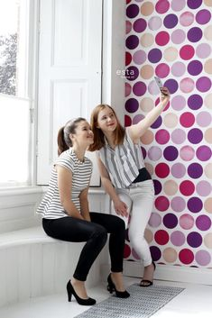 138859 HD non-woven wallpaper large dots fuchsia pink. Marimekko, Chic Perfume, Heart Hands Drawing, Romantic Girl, Retro Camera, Vintage Polaroid, Marquee Letters, Polaroid Pictures, Lace Print