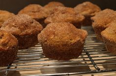 Made in Sonoma: Sweet Potato Muffins Healthy Breakfast Snacks, Breakfast Dishes, My Recipes, Holiday Recipes, Sweet Potato Muffins, Gluten Free Breakfasts, Goodies, Rolls, Baking