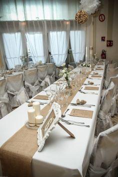 La date du mariage approche et l'angoisse de la réalisation du plan de table se fait ressentir… D'autant plus difficile à réaliser s'il y a des tensions dans les familles, voici un moyen simple et efficace qui vous permettra de trouver la combinaison gagnante pour une fête réussie dans la bonne humeur. Etape 1: attribuer une couleur de post-it pour la famille de la mariée, une... En apprendre plus @ http://www.yesidomariage.com/astuces-conseils/un-plan-de-table-facile-et-efficace/