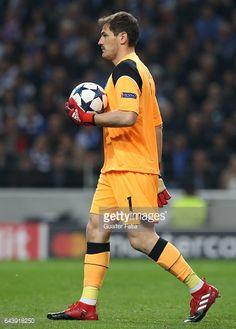 Fotografía de noticias : FC Porto's goalkeeper from Spain Iker Casillas in...