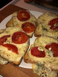 Tupun tupa: Helppo tomaatti juusto paahtoleipä French Toast, Breakfast, Food, Breakfast Cafe, Essen, Yemek, Meals