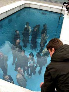 21 century museum of contemporary art Kanazawa in Japan designed by Argentine artist Leandro Erlich. The water is only deep and the deeper part underneath is the indoor museum. 3d Street Art, Illusion 3d, Design Jobs, Inspiration Art, Sidewalk Art, New York Art, Museum Of Contemporary Art, Contemporary Artists, Modern Art