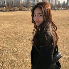 (dark haired) Jiwon from Kpop Girl Groups, Korean Girl Groups, Kpop Girls, Fine Arts Major, Kim Sohyun, Have A Happy Day, Cosmic Girls, Korean Celebrities, Celebs