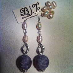 perle di fiume con sfera si seta grigia #earrings #handmade #perle