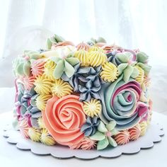Many individuals don't think about going into company when they begin cake decorating. Many folks begin a house cake decorating com Gorgeous Cakes, Pretty Cakes, Amazing Cakes, Bolo Floral, Floral Cake, Cake Piping, Bolo Cake, Easy Cake Decorating, Just Cakes