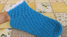 Návod na háčkování dámských zimních ponožek Fingerless Gloves, Arm Warmers, Socks, Blanket, Retro, Crochet, Blog, Videos, Recipes