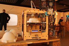 De kleine dappere printer doet er maar liefst 8 uur over om 1 kap voor de No.20 te produceren!