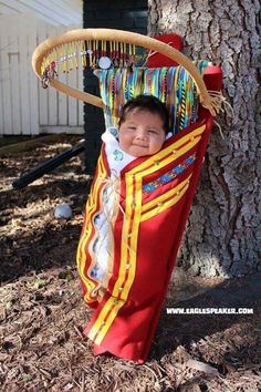 LJ'adore cette photo-magnifique baby-hugs - please - pré escola Precious Children, Beautiful Children, Beautiful Babies, Kids Around The World, We Are The World, Native American Children, Native American Indians, Coca Cola Vintage, Indiana