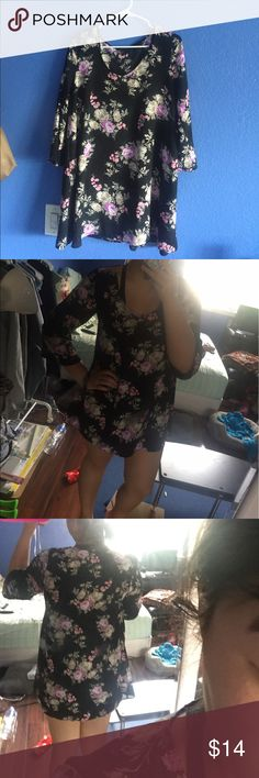 Floral slight bell sleeve dress The tags are still on it. It's a chiffon material with an attached sling. I really like this dress but it's too short on me because I have a bigger back and big boobs. The sleeves are a little longer than 3/4. For height reference I'm 5'7-5'8 Forever 21 Dresses Long Sleeve