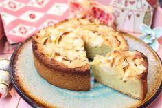 Low Carb Apfelkuchen - Happy Carb-Seelenfutter welcher wunderbar gelingt und das ganze Jahr über schmeckt. Kuchenteig aus Mandelmehl und geriebenen Mandeln.