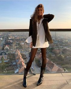 Boots Cowboy, Cowboy Boot Outfits, Winter Boots Outfits, Winter Fashion Outfits, Look Fashion, Trendy Outfits, Fall Outfits, Autumn Fashion, Girl Fashion