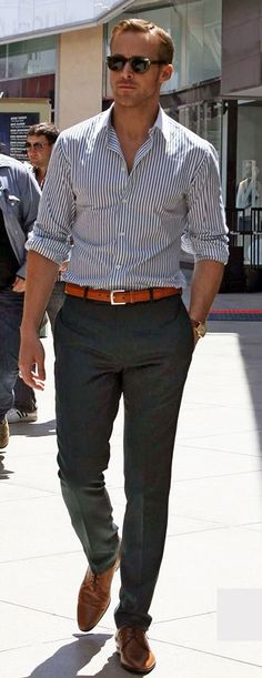 Mens street style fashion: ryan gosling business casual outfit navy green pants,… – Men's style, accessories, mens fashion trends 2020 Looks Style, Looks Cool, Ryan Gosling Style, Ryan Gosling Fashion, Ryan Gosling Suit, Costume Bleu Marine, Teenager Mode, Mode Man, La Mode Masculine